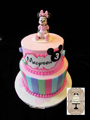 Minnie Mouse Cake - Cake by JMixingBowl