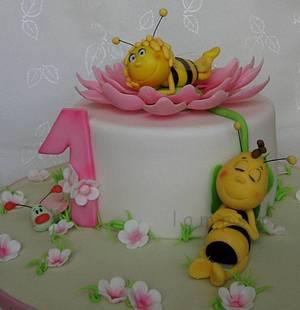 Bee Maya - Cake by lamps