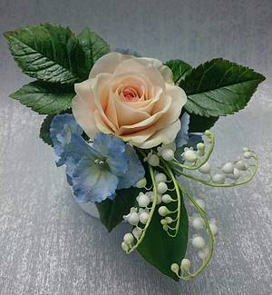 Pretty Sugar Flowers - Cake by Escaped to Sugarland