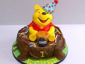 Winnie the Pooh - Cake by Bake Envy