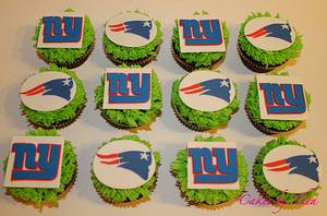 Superbowl 2012 Cupcakes - Cake by Bakermama