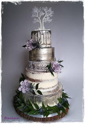 Cream and metallic wedding cake - Cake by Zuzana Kmecova