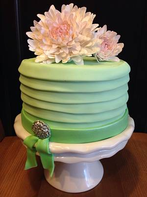 Fondant layers and sugar flowers  - Cake by sweetshananigans
