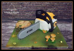 Chainsaw (Stihl) fondant cake - Cake by Génoise et chocolat