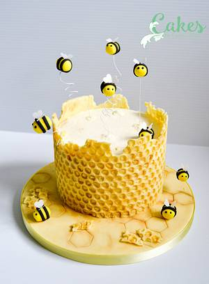 Honey Bee Cake/tutorial  - Cake by Carrie-Anne Dallas