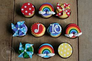 Rainbow Cupcakes - Cake by IcedByKez