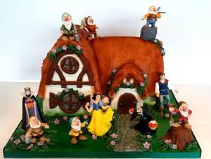 Snow White & The Seven Dwarfs - Cake by Storyteller Cakes