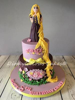 Rapunzel - Cake by Dinkylicious Cakes