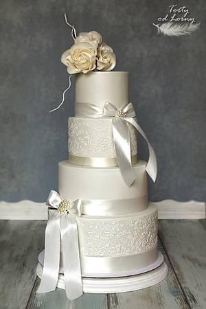 Wedding cake - lace and ribbon - Cake by Lorna