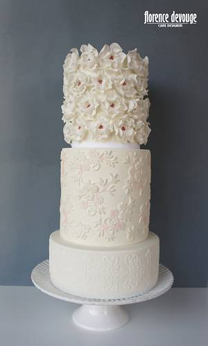 Wedding Cake inspired in Cartagena wedding dress - Cake by Florence Devouge