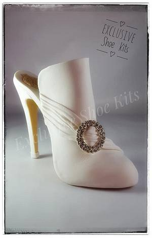 Classic Victorian style Fondant shoe - Cake by Corni