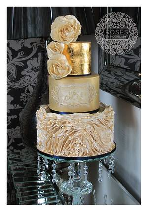 Glamorous Gold - Cake by Roses by Moonlight