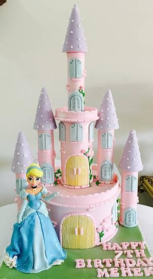 Cinderella's castle  - Cake by Tiers of joy