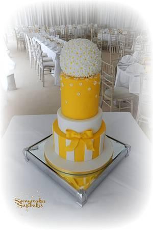 Spring Daisy Wedding Cake - Cake by Spongecakes Suzebakes
