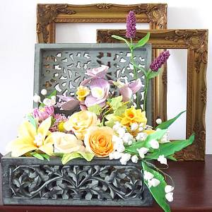 A box of flowers  - Cake by Fainaz Milhan cakedesign