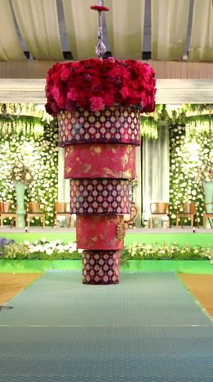 Motorised suspended chandelier cake - Cake by Indulgence by Shazneen Ali