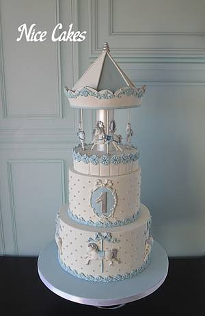 Blue and white carousel cake - Cake by Paula Rebelo