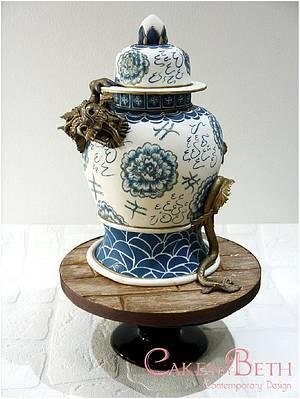 Chinese vase & dragon - Cake by Beth Mottershead