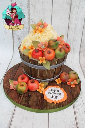 Giant Apple Barrel Cupcake - Cake by DusiCake