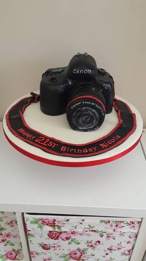 Canon camera cake - Cake by My Darlin Cakes