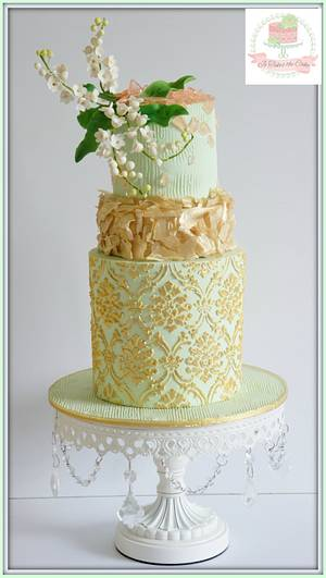 Mint Gold & green with matching cupcakes - Cake by Jo Finlayson (Jo Takes the Cake)