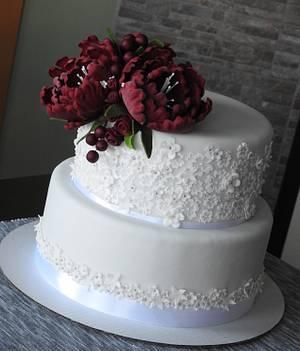 White and burgundy - Cake by MartaMc