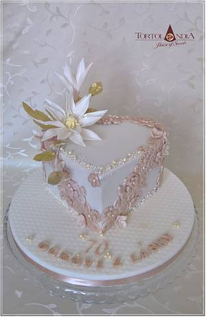Sweet heart & bas relief cake - Cake by Tortolandia