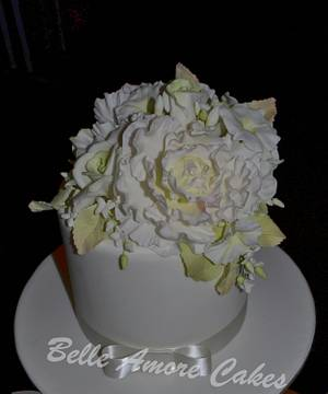 White Flowers - Cake by Belle Amore Cakes