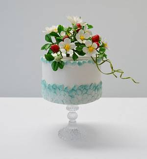 strawberries and mini daisy cake - Cake by Catalina Anghel azúcar'arte