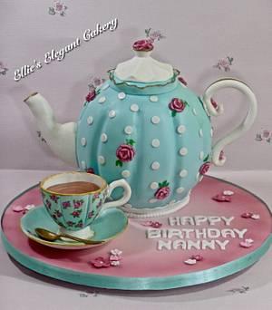 Vintage teapot cake with teacup :) - Cake by Ellie @ Ellie's Elegant Cakery