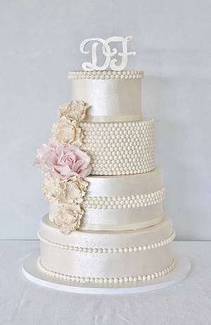 Wedding cake in pearl and pink. - Cake by Sannas tårtor