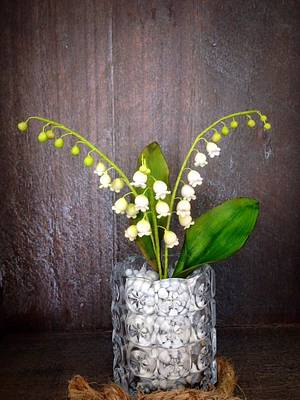 lily of the valley flowers - Cake by Simone Barton