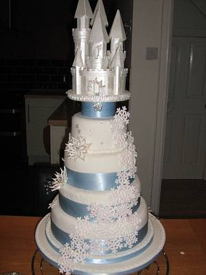 Winter wedding cake - Cake by SweetCakeaholic1