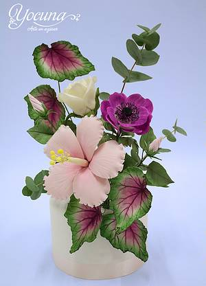 Cake with Hibiscus, Rose, Anemone, Leaf Begonia and Eucalyptus. - Cake by Yolanda Cueto - Yocuna Floral Artist