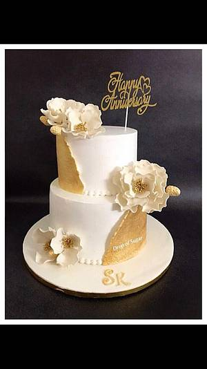 Whipped Cream White & Gold Cake  - Cake by Drop of sugar