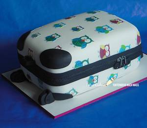 Owls Trolley suitably to the present -  - Cake by Petra Lechner