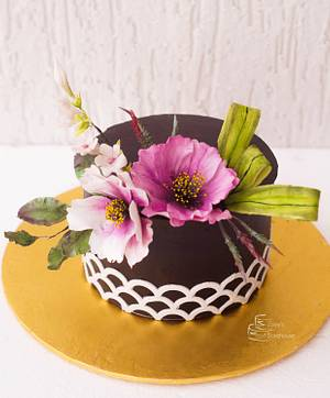 Cosmos and Stephanotis floral arrangement - Cake by Zoeys Bakehouse