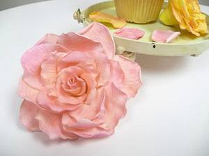 Delicate sugar rose - Cake by JenStirk