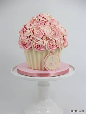 Giant cupcake - Bachelorette party - Cake by Sandra - Receptidee Bakery