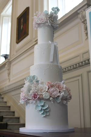 Luxury sugar flowers - Cake by Rosewood Cakes