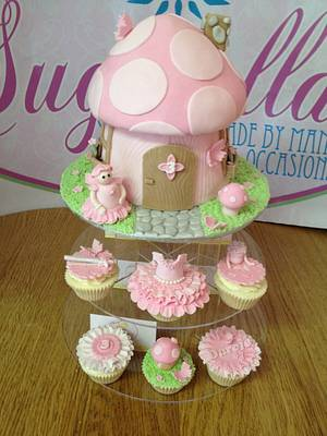 Fairy Cottage with matching cupcakes! - Cake by Amanda