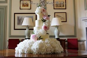Simple but effective!! - Cake by Holly Miller