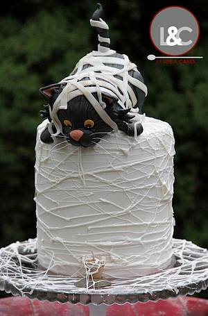Mummy black cat birthday cake ... it's almost halloween - Cake by Laura