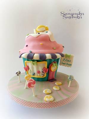 Sweet Shop Giant Cupcake - Cake by Spongecakes Suzebakes