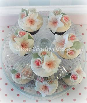 Rose & Lily cupcakes - Cake by Cassie