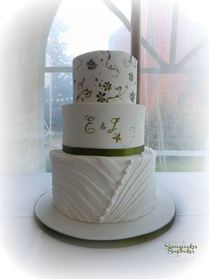 Olive green hand painted wedding cake - Cake by Spongecakes Suzebakes