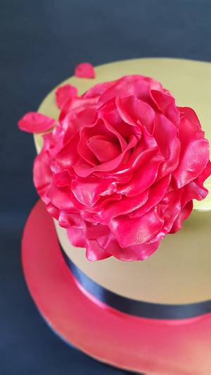 Solid Gold & Red Rose - Cake by Bella Cakes