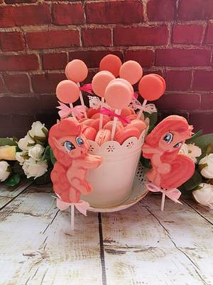 My little pony macarons set - Cake by DDelev