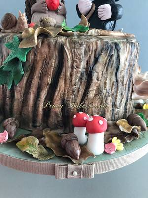 Tree trunk cake 🦔🍂 - Cake by Penny Sue