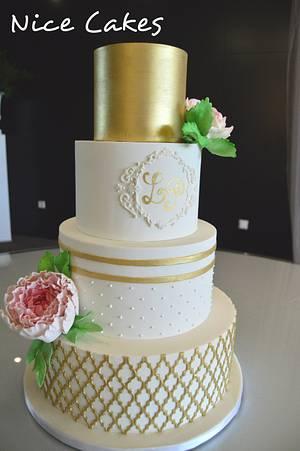 Gold and white wedding cake - Cake by Paula Rebelo